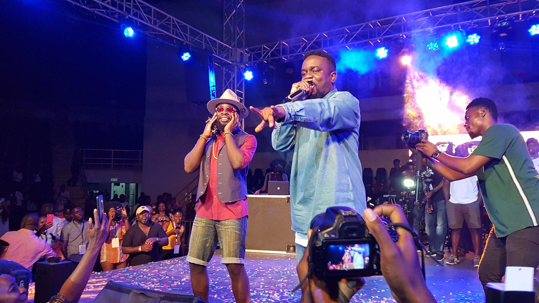 Watch: M.anifest 'congratulates' Sarkodie on live radio.