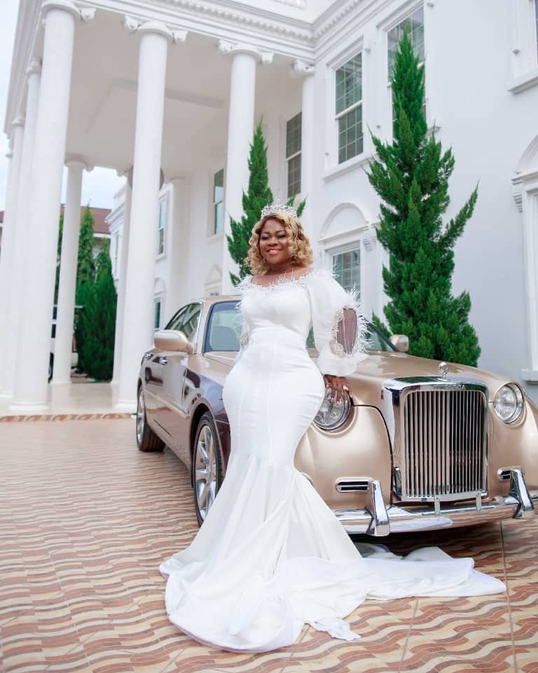 Rev Obofour's wife celebrated her birthday and 9th wedding anniversary