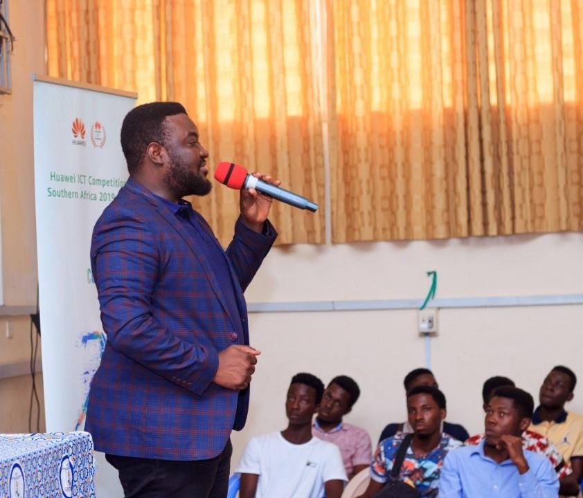 David Amoako, PR Manager at Huawei Ghana, addressing university students
