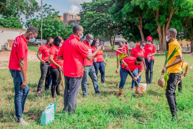 Employees of Absa Bank joined the Green Ghana Project_1
